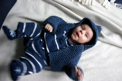 Noah, dans son Hooded Baby Sweater