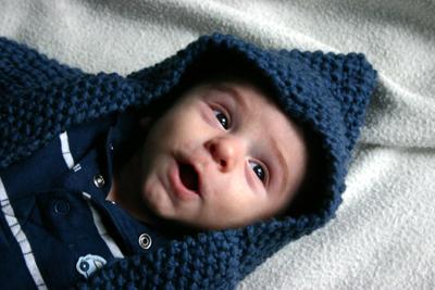 Noah, dans son Hooded Baby Sweater