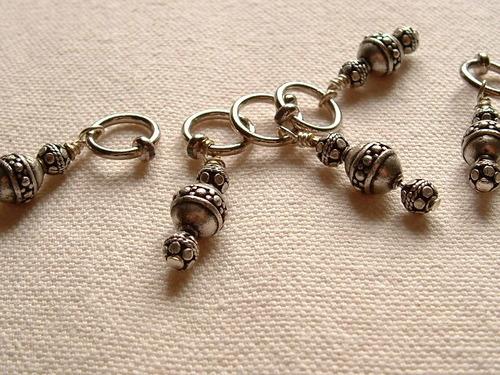 Des anneaux marqueurs en métal